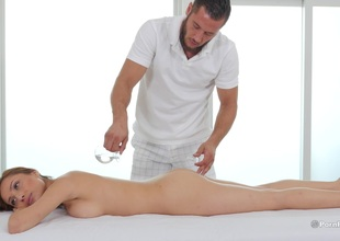 When this guy fingers her this babe knows this babe needs to fuck her masseuse