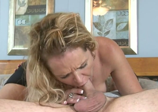 Desirable golden-haired bitch Kelly Leigh gets her snatch hammered