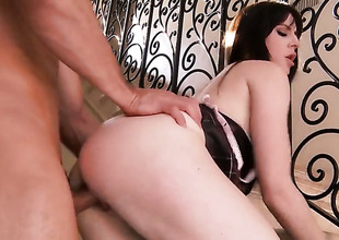 Samantha Bentley with large jugs and smooth snatch gives unbelievable oral pleasure to sexy guy by sucking his tool