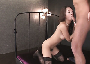 Satomi Suzuki loves the way man bonks her mouth