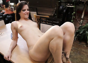 Penny Pax gets her wet hole eaten out by Bobbi Starr