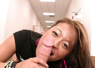 Bodacious vixen Mia Lelani has some time to make hard-dicked stud glad with her fuckable hands