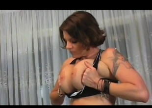 Incredibly stacked beauty Kayla Quinn takes on Sledge Hammer