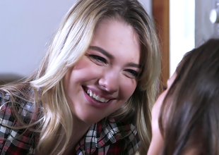 Jenna Sativa & Kenna James - A Lesbo Romace