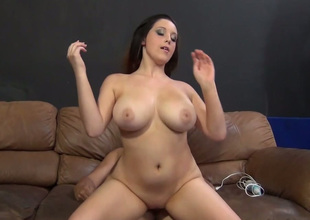 Sassy dark brown bitch with large boobs Noelle Easton drilled well