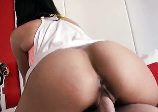 Bubble butt honey Stacey Foxxx takes it