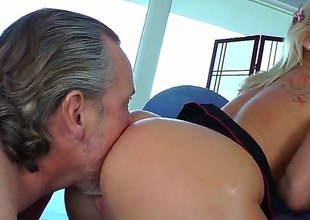 Tom Byron seduces Kimmy Olsen into fucking and puts his schlongin her bottom after cock engulfing