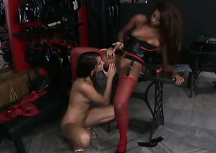 Brunette is on the edge of nirvana after lesbian sex with Keisha Kane