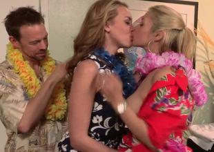 Hawaiian hotel threesome with perfect hotties