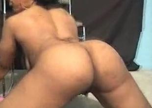 Ebon slut shows her petite ass