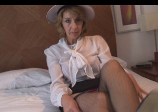 Crissy - a hawt aged in stockings