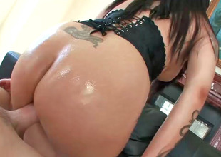 Daisy Cruz shaking her wet ass whilst being nicely banged