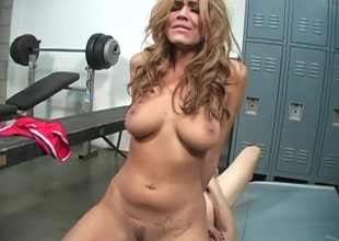Slutty cheerleader slips off pants then milks rod in locker room