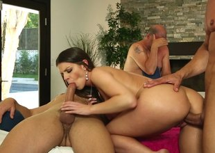 Large titted brunette gets into Mmf threesome at massage parlor