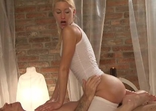 Rooms Dirty masseuse has A squirting cumming as that babe sits onto client biggest