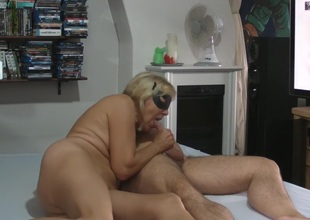 Milf gives tugjob and talks about sex with lover.