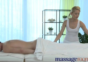 Massage Rooms Uma rims chap in advance of squirting and satisfying