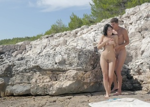 Hot doxy is at the beach with her lover, feeling his hard schlong