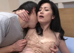 Pretty Japanese milf moans with a 10-Pounder fucking her pussy