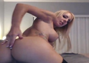 Brilliant Bigtitted Golden-haired Squirts Close to her webcam