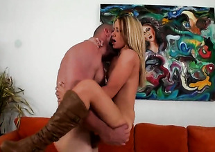 Blonde Shelby Paige with phat booty and clean cunt has some time to play with her cunt