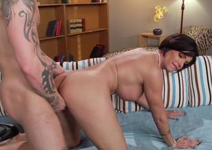 Cunnilingus, oral-job and fucking with fascinating MILF