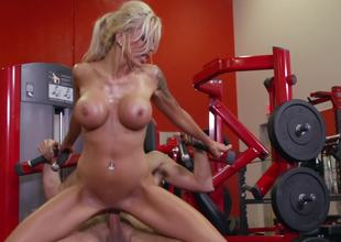 Sweaty cardio hardcore after lifting weights with Nina Elle